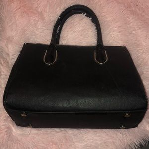 Black h&m purse